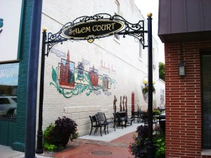Salem_Court_on_the_Square_Indianola_Iowa