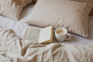 reading in bed tumblr_nfm2s10ofA1qhavevo1_500