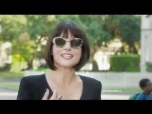 Julia Dreyfus-Louis as a posh mom in Old Navy commercial