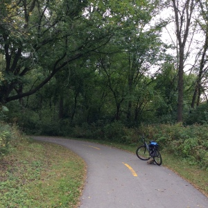bike-on-bike-trail-in-autumn-fall